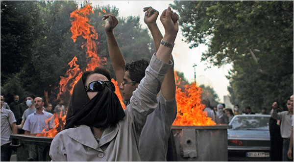 Iranian Dissident: US Propping Up a Regime Hated By Its People